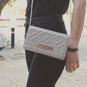 Love Moschino crossbody bag ❤️ ❤️ #lovemoschino #crossbodybag #alldaybag #ootd #ootdfashion #fashionista #instafashion #pelinaaccessories