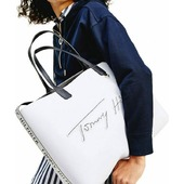 We loved new Tommy Hilfiger women bags. Spring summer '21 collection. . . . #tommyhilfiger #tommyhilfigerbags#totebag #shopperbag #ss21#whitebag #pelinaaccessories #shoponline  📍Call us 👉 212 1058537 📍Shop online 👉 www.pelina.gr