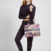 Τσάντα χειρός της GUESS . Floral μοτίβο για να εντυπωσιάσεις. . . . #guess #guessbags #guessbag #floralbag #totebag #totebags #shopper #shopperbag #pelinaaccessories