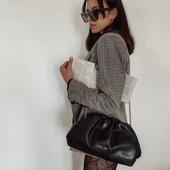 Από τα πιο αγαπημένα κομμάτια της συλλογής της Nolah. Ιδιαίτερη και κομψή η Claire ήρθε για να εντυπωσιάσει και να γίνει το must κομμάτι στη γκαρνταρόμπα μας. . . . #nolahbags #clutch #crossbodybag #newcollection #nolahgr #baglover #onlineshopping #pelinaaccessories #fashionista #instafashion